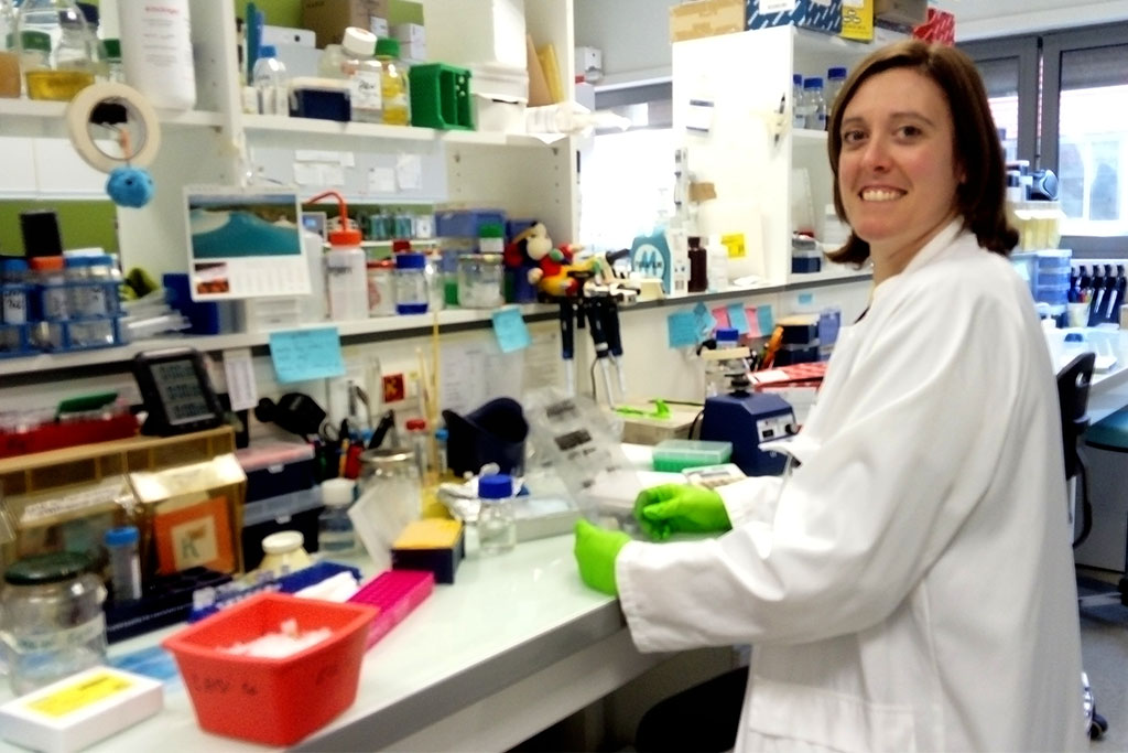 Celine GAUDEL in her laboratory